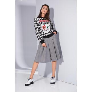 Love Moschino Hahnentritt-Pulli oder -Skort Love Moschinos Beitrag zum Classic Pattern-Trend: Pulli & Skort mit topmodischem Allover-Hahnentritt-Muster und unverkennbarem Moschino-Icon.
