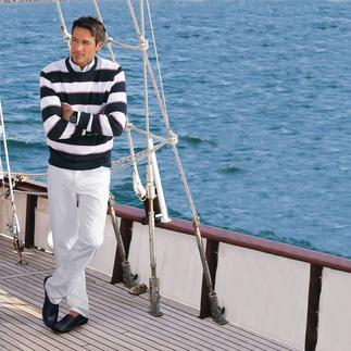 Der Pima-Cotton-Pullover mit maritimen Blockstreifen. Leicht, luftig und streichelzart auf bloßer Haut. Aus seltener, peruanischer Baumwolle.