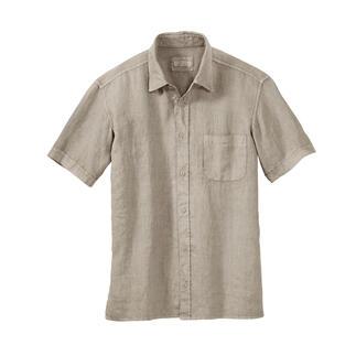 Das Leinen-Hemd im aktuellen Vintage-Look. Und mit dem vergessenen Tragekomfort von einst. Nach altem Vorbild von Hand gewebt: weich, knitterarm, formtreu. Von Elemente Clemente.