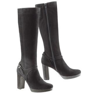 Der Vesprini Krepp-Plateau-Stiefel: Elegante, hohe Stiefel – aber erstaunlich bequem. Und sogar winterfest. Mit Kreppsohle und wärmendem Futter. Von Vesprini. Hergestellt in Italien.