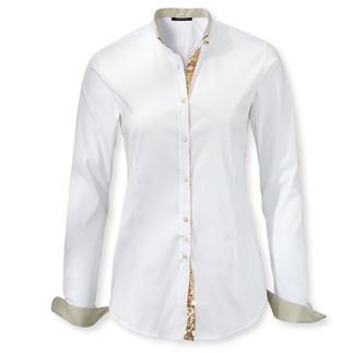 Die unverzichtbaren weißen Basic-Blusen – aber mit neuen, raffinierten Details. Heute klassische Hemdbluse. Morgen legere Stehkragenbluse. Von Sans Fixe Dimore, Ialien.
