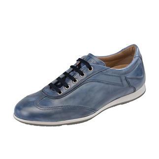 Die Lady-Sneakers aus der italienischen Edel-Schuhmanufaktur Fratelli Rossetti. Durch schmale Leisten weitaus femininer und elegant genug für schicke Tuchhosen und Röcken.