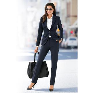 Der feminine unter den seriösen Business-Anzügen. Zeitgemäßer, figurbetonter Schnitt. Charmante Details.