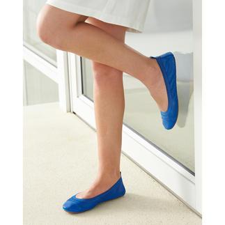 Die Yosi Samra Soft-Ballerinas: so bequem wie Ihre Hausschuhe. Ultraleicht. Supersoft. Anschmiegsam. Die dekorative Karee-Stanzung belüftet Ihre Füße. Und die Ballerinas passen in jede Handtasche.