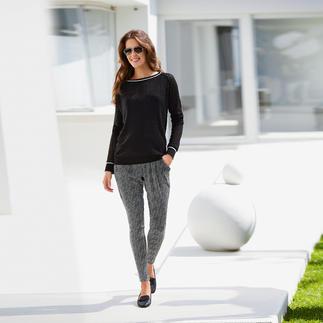 Der schwarze Pullover für warme Tage. Aus luftigem Baumwoll/Seide-Ajour-Strick. Vom irischen Edelstricker Carbery auf traditionellen Handstrickmaschinen gefertigt.