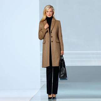 Der Kamelhaar-Mantel. Eleganter Blazer-Schnitt. Vielseitige Farbe. Unendliche Einsatzmöglichkeiten. Nur wenige Mäntel haben das Potential zum ewigen Klassiker.