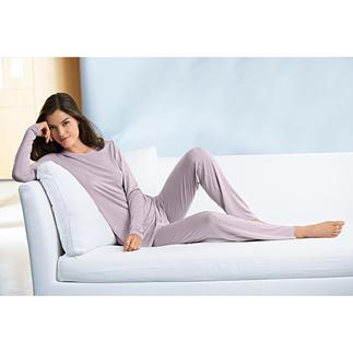 Die selten elegante Cozywear aus dem Atelier von Cornelie Weiss. Fein. Leicht. Atmungsaktiv. Und dank Elasthan herrlich bequem.
