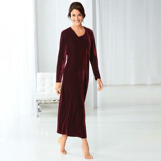 Das 24-Stunden-Kleid aus samtweichem Nicki: die wohl eleganteste Art zu entspannen. Ultrabequem. Unglaublich vielseitig. Und erfreulich günstig.