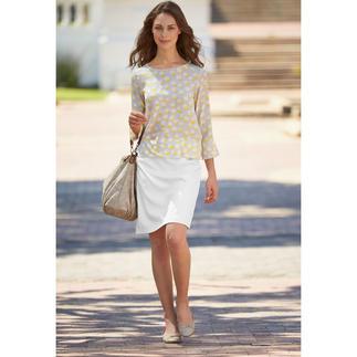 Die zeitlose unter den vielen modischen Grafik-Blusen. Von Strenesse. Schmeichelnde Form. Klassische Farben. Luxuriöser Stoff.