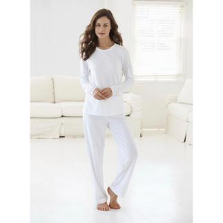 Der weiße Loungewear-Anzug aus luftigem Baumwoll/Modal-Piqué. Perfekt für den Sommer. Aus dem Atelier der Düsseldorfer Homewear-Spezialistin Cornelie Weiss.