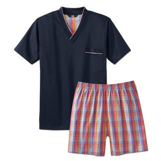 Der Lieblings-Pyjama zum kleinen Preis. Made in Germany von einem leistungsfähigen Spezialisten aus Sachsen. Weiches Jersey-Shirt in klassischem Marine. Dezent karierte Shorts aus feinem Baumwoll-Popeline.