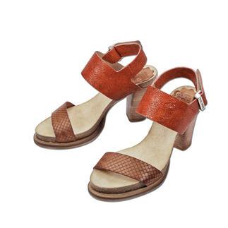 Die Blockabsatz-Sandalette made in Portugal. Von Coque Terra. Herrlich bequem dank Kork-Latex-Fußbett. Trotzdem modisch schlank und elegant.