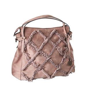 Die modische Shopper-Bag im dezenten Ethno-Look: Täuschend echt wie Leder. Aber viel robuster. Zu einem sehr angenehmen Preis.
