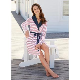 Der ideale Hausmantel für den Sommer. Und fürs Reisegepäck. Knitterarm und kofferfreundlich. Stilvolles, maritimes Design.