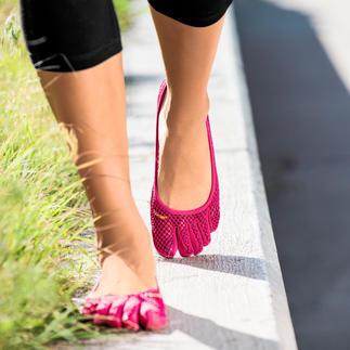 Die original FiveFingers® von Vibram®, ultraleicht und herrlich flexibel. So gesund und entspannend wie Barfußlaufen, aber ohne Verletzungen und schmutzige Füße.
