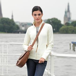 Die vielseitige Strickjacke von Aigle/Frankreich, Outdoor-Spezialist seit 1853. Außen klassisch-elegante Strick-Optik. Innen leichter, sanft wärmender Thermotech®-Fleece.