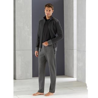 Der Homesuit für den Gentleman: superbequem, dabei verblüffend stilvoll. Von Hanro of Switzerland. Seit 1884 berühmt für feine Wäsche-Spezialitäten.
