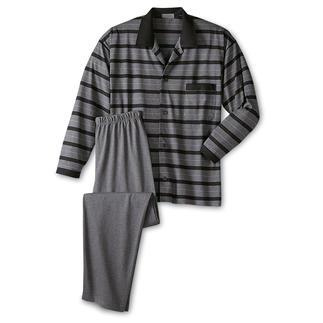 Der bequeme Gentleman-Pyjama aus weichem Baumwolljersey. Perfekt, auch wenn die Post unverhofft kommt. Herrlich anschmiegsam, engt nicht unangenehm ein und lässt die Haut atmen.