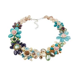 Die feine und edle unter den modischen Statement-Ketten. Von Smitten. Aufwändig aus einzelnen Perlen handgearbeitet statt massengefertigt.