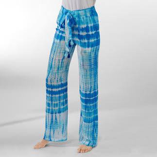 Die Batik-Hose von Salty Skin: traditionell auf Bali handgefertigt. Hochmodischer Batik-Druck mit strahlenden Aqua-Tönen.