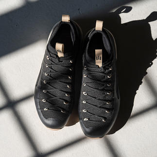 Der Schuh fürs Leben: einteilig konstruiert aus nahezu unverwüstlichem Kevlar. Mit der Möglichkeit zu Neubesohlung und Futter-Austausch. Für Damen.