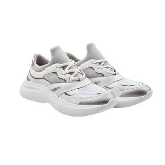 Der Bulky-Sneaker von Karl Lagerfeld: erwachsener und stilvoller als viele andere. Und zum erfreulichen Preis für einen Designer-Sneaker.