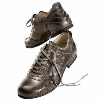 Der ideale Sneaker zu Jeans und Chinos. Aufwändig handfinished von Yellow Cab New York. Hochwertige Volllederausstattung mit bequemem Fußbett. Und jeder Schuh ein Unikat.