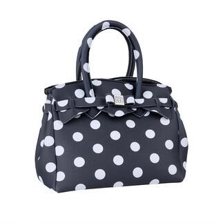 Die ultraleichte Handtasche im klassischen Look und aus innovativem Material. Wiegt nur 215 Gramm. Made in Italy vom Kultlabel Save My Bag.