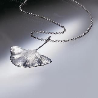 Ginkgo: Das Blatt des ältesten Baumes der Welt. Gegossen in 925er Sterling-Silber. Dieser silberne Anhänger ist ein Abguss des uralten Ginkgo-Blattes, sorgfältig handgearbeitet.