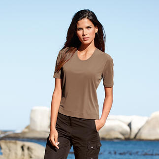 Das 120-Gramm-Shirt: Wunderbar weich. Erfrischend kühl. Und aus Seide. Reine Seide (20-22 Denier stark) macht dieses T-Shirt so luftig, aber trotzdem blickdicht und formstabil.