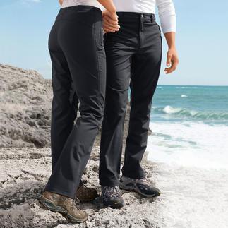 Die Softshellhose: schlank, leicht, wärmend - diese sieht auch noch gut aus und hat einen vernünftigen Preis. Winddicht. Wasser abweisend. Dabei atmungsaktiv und bewegungsfreundlich.