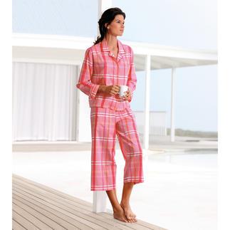 Der NOVILA Karo-Pyjama in Pink, Orange, Rosa. Aus hochwertigem italienischen Batist. Gepflegt und herrlich bequem erspart er den Morgenmantel oder Freizeitanzug.