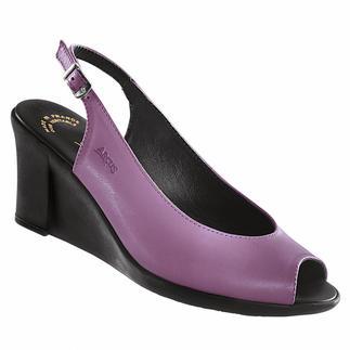Die Latex-Keil-Sandale: modischer Absatz und trotzdem bequem. Stoß absorbierendes Latex macht den Keilabsatz so außergewöhnlich flexibel. Von Arcus®.