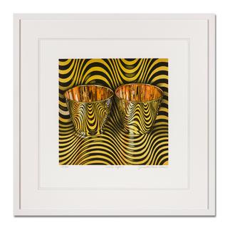 """Pasin Sloan – wave cups II Pasin Sloans berühmte """"Lichtspiel-Bilder"""". Ausgestellt in Museen. Und jetzt als limitierte Lithografie bei Ihnen zu Hause. Ihre neueste Edition. 30 Exemplare. Maße: gerahmt 63 x 63 cm"""