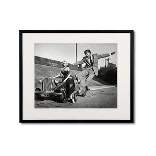 """Frank Worth: """"Marilyn Monroe – Sammy Davis Jr./ Set how to marry a millionaire, 1953"""" Frank Worth – Freund und Fotograf der großen Hollywoodstars. Hochwertige Edition auf Barytpapier: In den 50er-Jahren ein Schnappschuss – heute ein begehrtes Sammlerobjekt."""