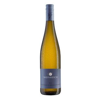Chardonnay-Weißburgunder Weinreich 2014, Marc Weinreich, Rheinhessen, Deutschland Erst seit sieben Jahren Weinmacher.  Doch bereits dreifach ausgezeichnet.