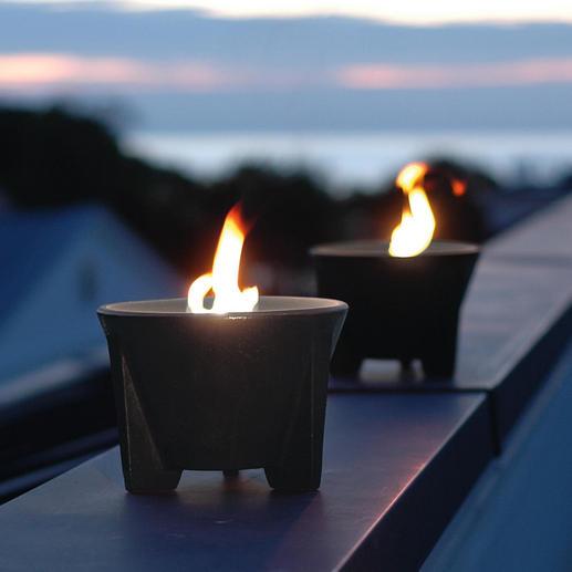 Schmelzfeuer mit Abdeckplatte Das geniale Schmelzfeuer: kraftvoll lodernde Flammen – sogar aus Kerzenresten. Von Hand geformt. Frostfest.