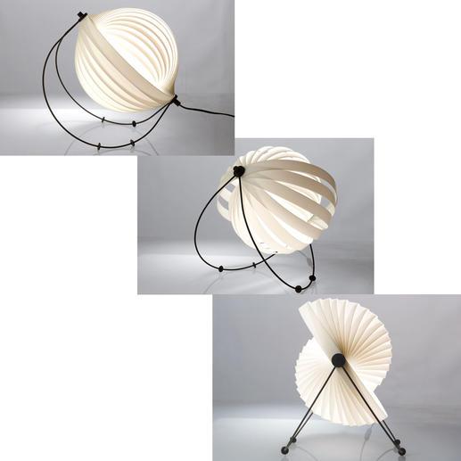 Durch vier bewegliche Kunststofffüße auf den schwarzen Metallbögen können Sie die Neigung der Leuchte sowie den Lichtausfallwinkel bestimmen.