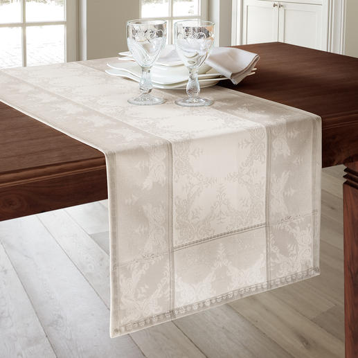 Außergewöhnlich stylisch auch als 145 cm Tischläufer – längs oder in Querbahnen aufgelegt.