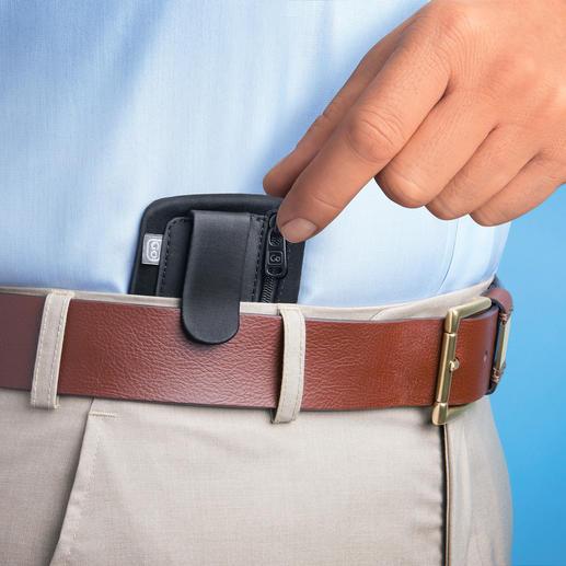 Mit dem praktischen Clip innen am Hosen- oder Rockbund eingehakt, ist die Börse fast unsichtbar.