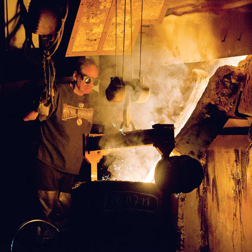 Wie ehedem entstehen alle Metallteile des Kubus aus massivem Gusseisen – äußerst stabil und langlebig.