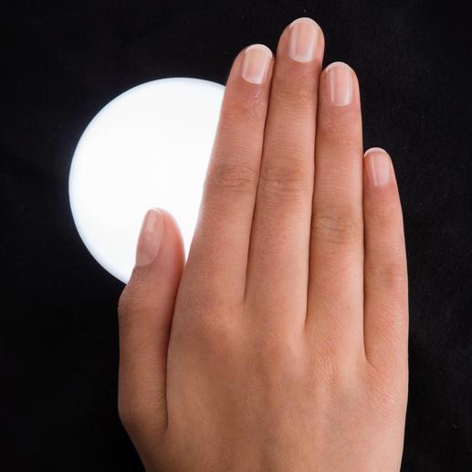 Nur bei Annäherung mit der Hand (oder leichter Berührung) leuchtet das Licht auf. Und bleibt sonst energiesparend ausgeschaltet.