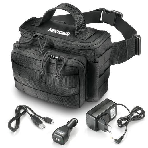 Mitgeliefert: 230 V Netzladegerät, 12 V Car Adapter, USB-Kabel und Hüfttasche.