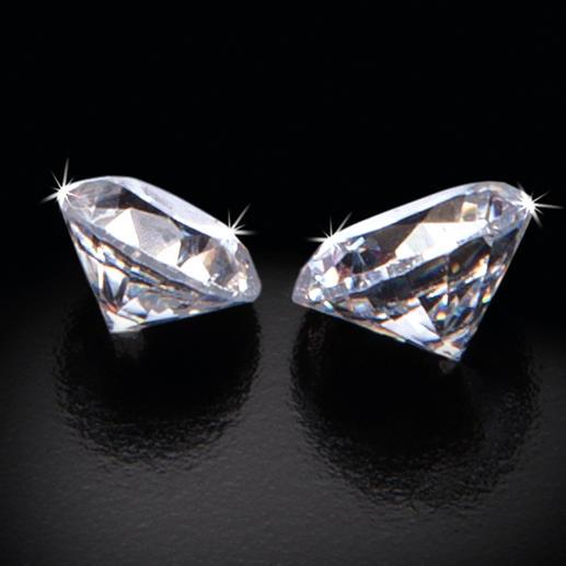 In jeder 50. Duftkerze verbirgt sich ein funkelnder Diamant: 0,20 ct in einer 190-g-Kerze.