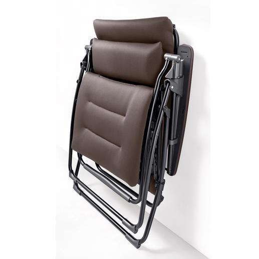 """Platzsparend zu verstauen: Zusammengeklappt ist jeder Lafuma """"Futura Clippe Air Comfort®"""" nur 21 cm (Standard) bzw. 25 cm (Superior) tief."""