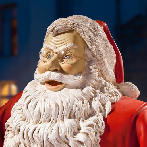 Jede Santa-Skulptur ist ein Unikat: liebevoll von Hand bemalt.