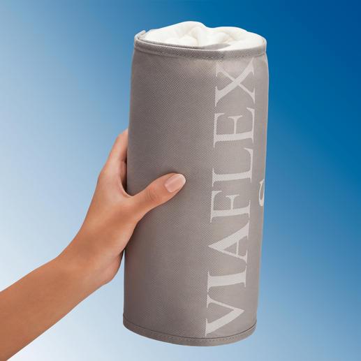 In der mitgelieferten Klettverschluss-Hülle können Sie das Kissen auf nur 11 cm ø einrollen.