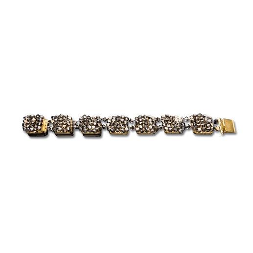 Das passende Armband bietet mit seinen viereckigen Gliedern einen schönen Form-Kontrast zur Kette  – und ist auch solo ein funkelnder Blickfang.
