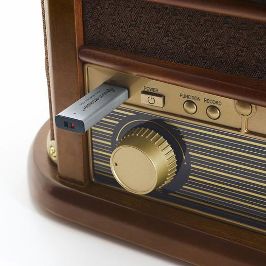 USB-Slot zum Abspielen bereits bespielter Sticks – und zum Speichern der Songs von Schallplatte, CD, Kassette und Radio.