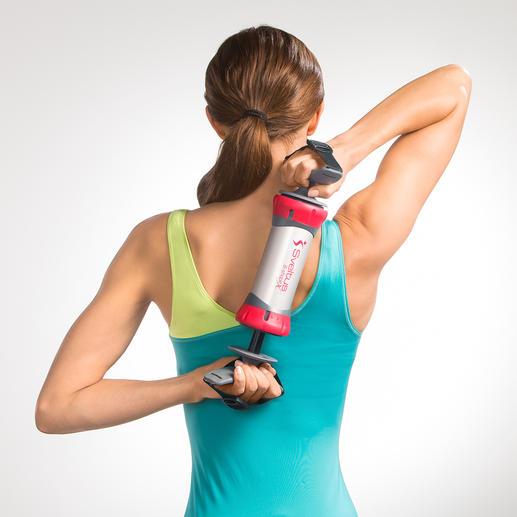 Auf dem Rücken zusammengedrückt und auseinandergezogen werden Bizeps und Trizeps trainiert.